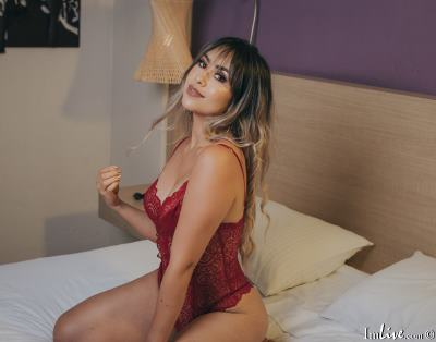 MaraMoore, 20 – Live Adult cam-girls and Sex Chat on Livex-cams